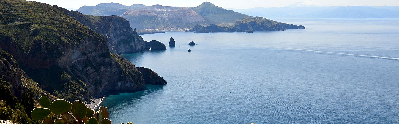 Eolie e la Sicilia vista dal mare2.jpg