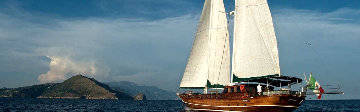 Caicco cruises, sailing with history