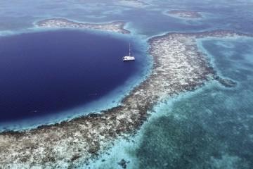 Crociera a vela ai Caraibi: il Belize in catamarano