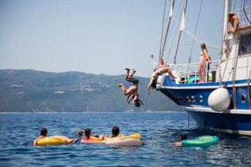 Gulet cruise for youth: Athens and Saronic Gulf, Greece