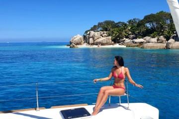 25 aprile alle Seychelles: flottiglia in catamarano
